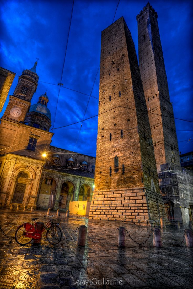 Le Due Torri Garisenda e degli Asinelli - Bologna by Guillaume Leray on 500px