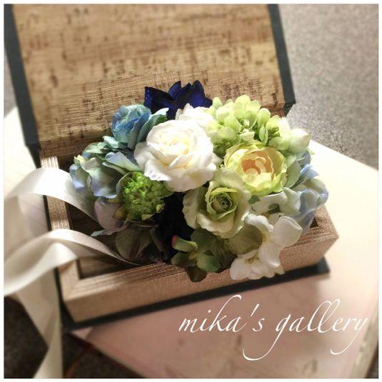 minne(ミンネ)| ホワイト×グリーン×ネイビーブルー リストブーケ 花冠とお揃い【cry***様オーダー作品】 海外ウェディング用