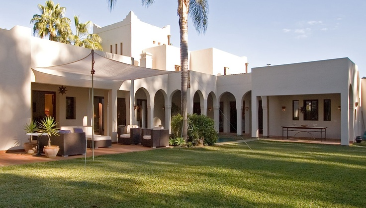 Villa for sale in Sotogrande, Spain. The beauty of construction, the attention to detail and the coziness of its garden create an intimate and beautiful to relax and disconnect.