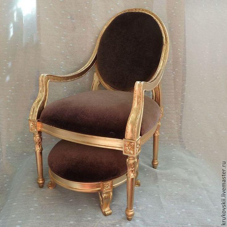 chair for doll  http://cs1.livemaster.ru/storage/11/9c/388e9ac1f5f97e37f80f575d79-kukly-igrushki-barhatnoe-kreslo-dlya-kukly.jpg