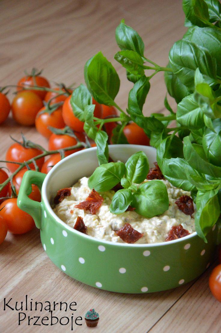 Pasta jajeczna, pasta jajeczna z suszonymi pomidorami, pasta jajeczna z ziołami i suszonymi pomidorami, pasta jajeczna na kanapki i do faszerowania jajek.