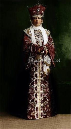 Duchess Elizabeth N. Obolensky clothes off in the 17th century (my note: appears tobe colorized portrait from 1903 Romanov ball. Nice though: pose minimizes the BelleEpoch fit, makes it look more accurate.  Letnik over rubakha, ozherlya, ubrus, kokoshnik.)