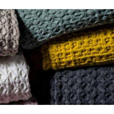17 meilleures id es propos de couvre lit sur pinterest couvre lits relooker chambre a. Black Bedroom Furniture Sets. Home Design Ideas