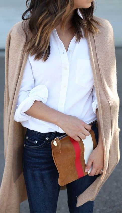 street style. white shirt. denim. beige cardigan.
