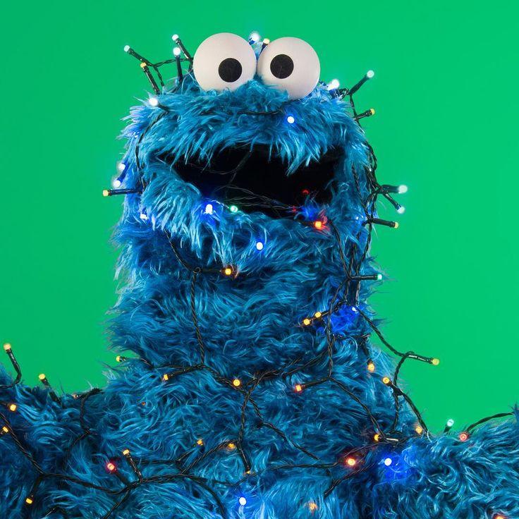 """セサミストリート公式 on Instagram: """"サンタさんー!オイラ、みえるかな? クッキーわすれないでね! #もうすぐクリスマス #サンタさん #クリスマスプレゼントはクッキーでお願いします #クリスマス #Christmas #クリスマスプレゼント #プレゼント #クッキーモンスター…"""""""