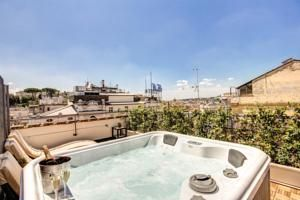 Featuring a sauna, fitness centre and sun terrace with a hot tub, Hotel 87 eighty-seven offers modern rooms with Sky TV in the city centre of Rome.