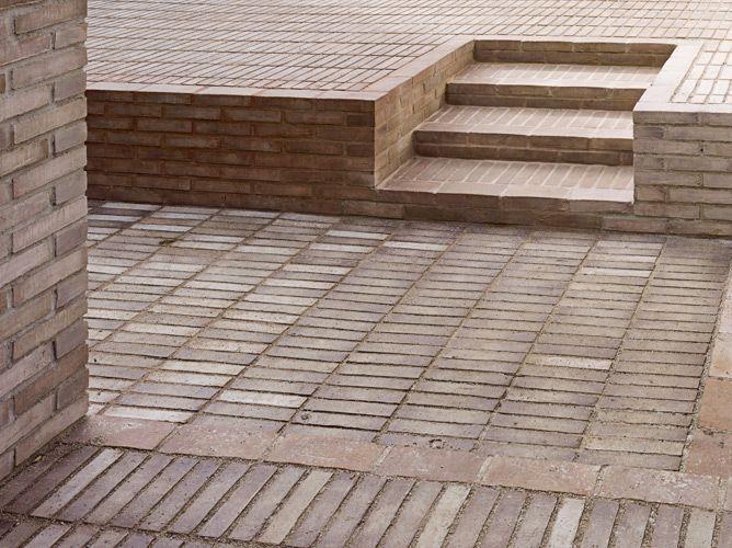 Single material ground cover. Haus Solln by Unterlandstättner Architekten.: