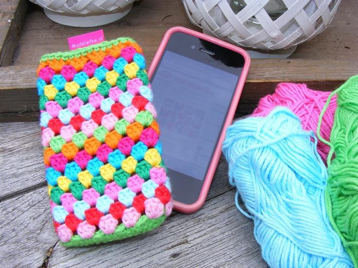 Gehaakt smartphonehoesje (mobielhoesje); geschikt voor iPhone, Blackberry, Samsung Galaxy of andere smartphones, maar ook voor je iPod!