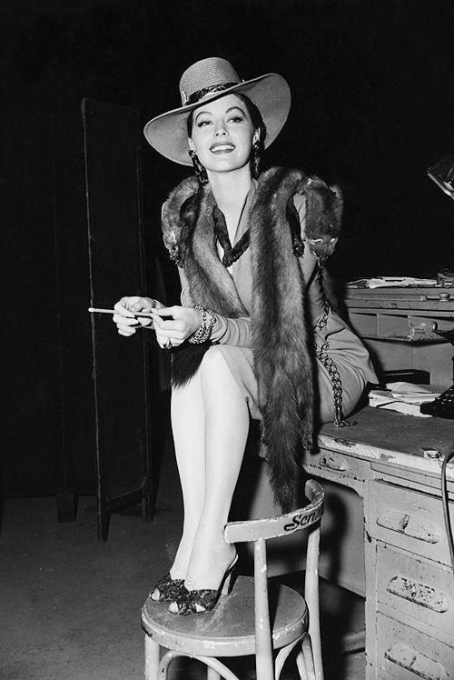 No requiere de mucha presentación pero por si acaso, Ava Gardner, C.1940's.