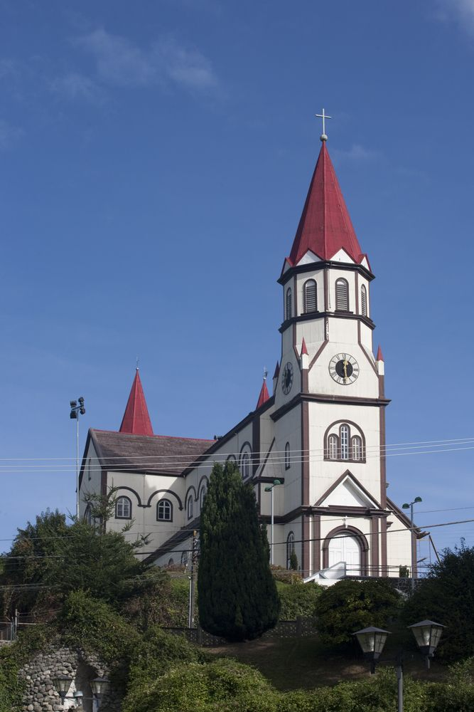 news.southamerica.travel/chiloe-tours-puerto-varas/ Learn about Chiloe Island, where you'll find traditional fishing villages, wooden churches, and a tight-knit community where people love to tell stories and celebrate life!