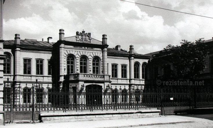 Vechiul sediu al Ministerului de Interne si, pentru o perioada, al Consiliului de Ministri (Guvernul) se afla pe o straduta disparuta, langa Piata Palatului Regal. A fost demolat in anii '30 impreuna cu casele din jurul lui pentru a face loc mai marelui si mai masivului Palat al Ministerului Internelor, terminat dupa razboi. In perioada comunista, aici a fost sediul Comitetului Central al Partidului Comunist Roman. Azi, ministerul si-a recapatat palatul.