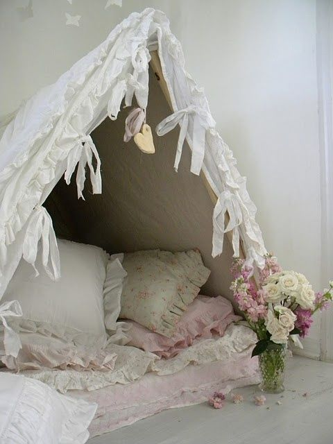 Probably one of our most favorite set of creative #Valentine's Day ideas we've found online so far.  This indoor tent and love nook can be a perfect way to add a special touch to the day.    Way to go DisfunctionalDesigns.blogspot.com @Laura Beth Love