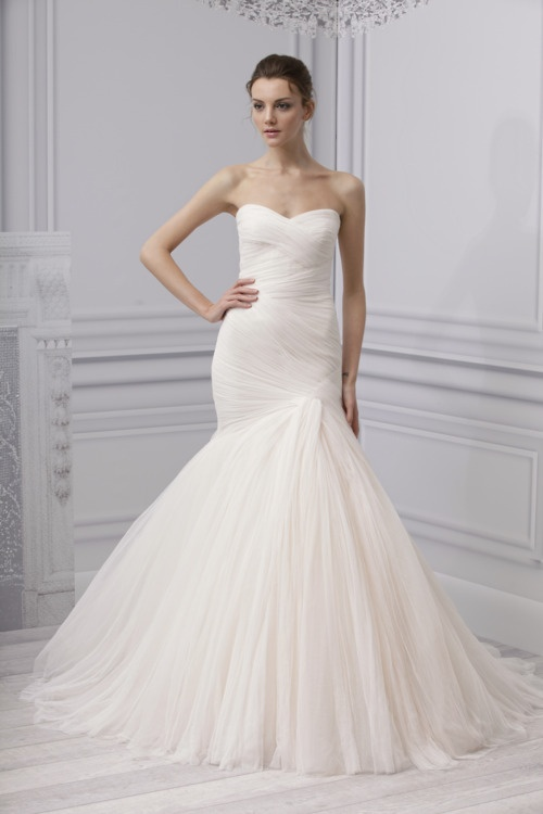 Perfect fishtail wedding dress. The rigid corset will suit any body shape..!