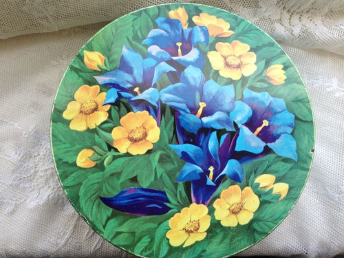 VINTAGE PEEK FREAN BISCUIT TIN, FLORAL/FLOWERS. KITCHENALIA.