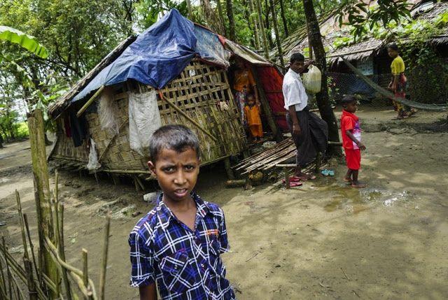 Berita Islam ! DR Abdul Hadi WM: Muncul Kemunafikan dalam Kasus Rohingya... Bantu Share ! http://ift.tt/2wOUmIx DR Abdul Hadi WM: Muncul Kemunafikan dalam Kasus Rohingya  JAKARTA  Filsuf dan Guru Besar Universitas Paramadina Jakarta Prof DR Abdul Hadi WM menyatakan muncul situasi yang munafik di Indonesia ketika melihat tragedi yang menimpa Muslim Rohingnya di Myanmar. Fakta ini katanya terlihat jelas karena ada banyak pihak yang selalu berusaha mengecilkan penderitaan yang menimpa Muslim…