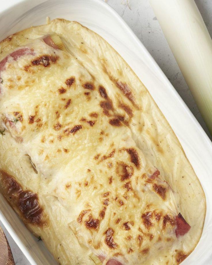 Deze preirolletjes met ham en kaas zijn een originele variatie op de alombekende witloofrolletjes. We vervingen het witloof door prei, een verrassende twist.