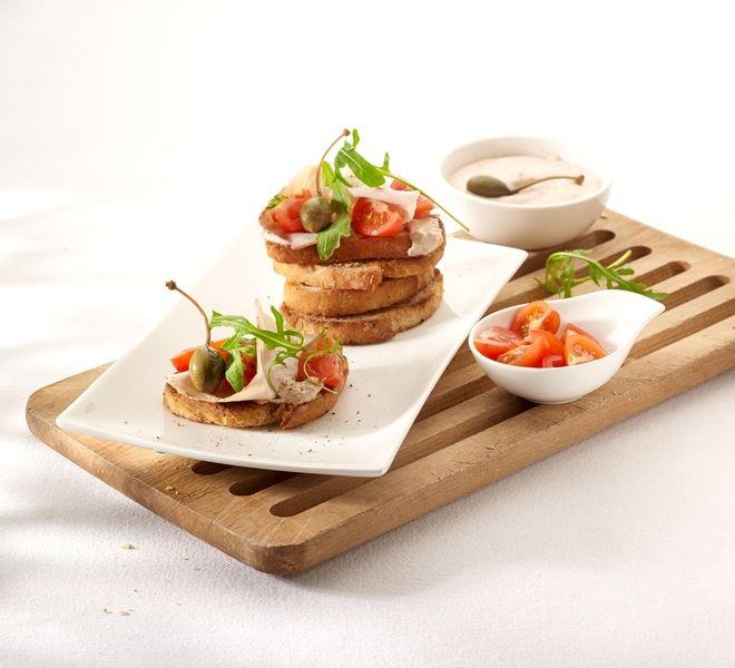 Een overheerlijke bruschetta met vitello tonato, die maak je met dit recept. Smakelijk!