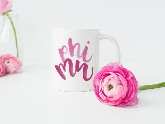 ►►► Phi Mu Mug ◀◀◀ --------------------------------- --------------------------------- Hand Lettering by Jen Davis -------------------------------- Phi Mu Mug - Phi Mu Big Little - Big Little Sorority - Sorority Gifts - Phi Mu - Phi Mu Decor - Phi Mu Art - Phi Mu Dorm Decor Show your Phi Mu pride! This mug is perfect for a new Phi Mu, your Phi Mu little, or your big! Hang it in your sorority house or your college dorm room. Its also the perfect finishing touch for an office, workspace, be...