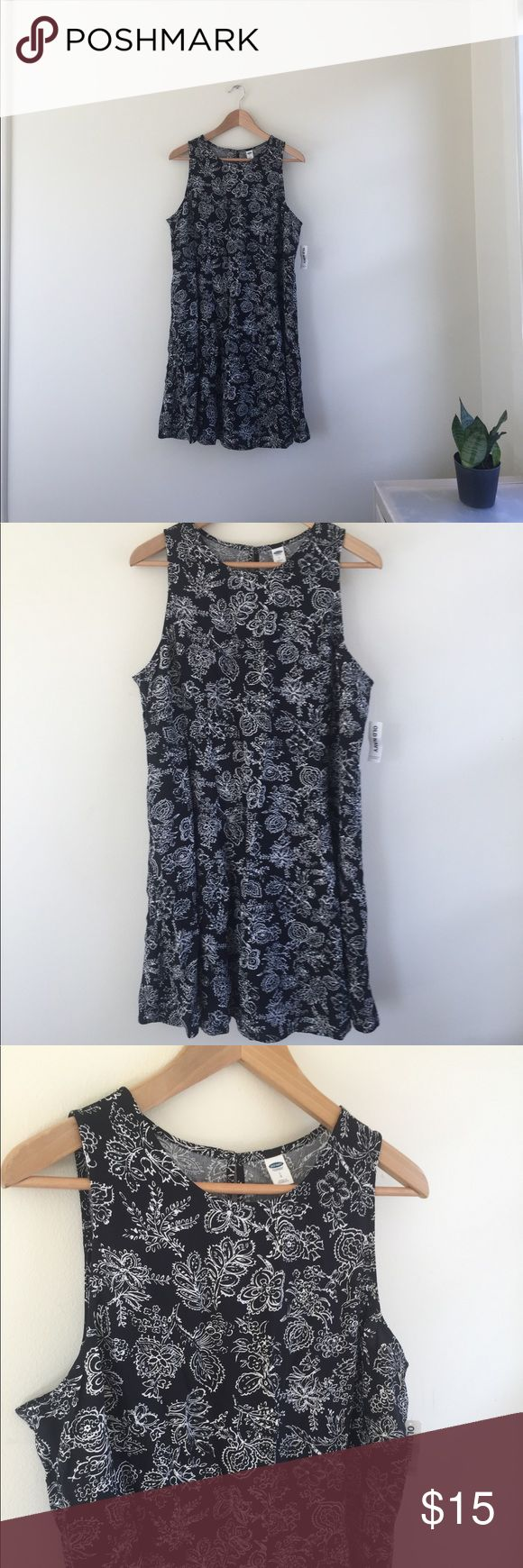 Old Navy Dress Summer Paisley Floral L NWT New with tags! Very cute and would look awesome with a belt! Old Navy Dresses