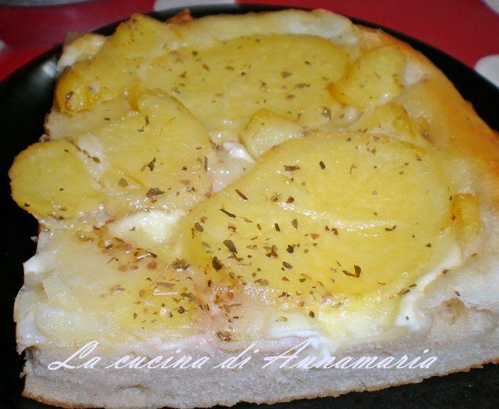 Pizza con patate e provola, ricetta lievitati