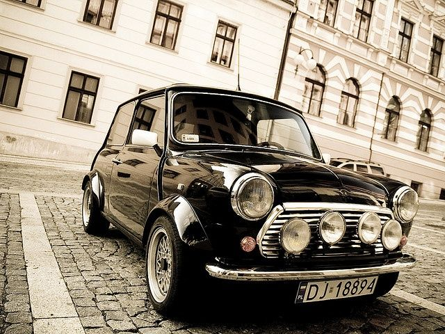Classic Cool Mini Cooper! Looks great in the country. Go on, take it away for the weekend! http://www.landedhouses.co.uk