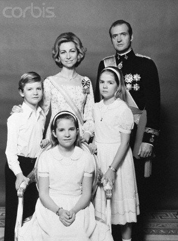 juliapgelardi:  King Juan Carlos and Queen Sofia with their children Infante Felipe, Infanta Elena, Infanta Cristina, late 1970s