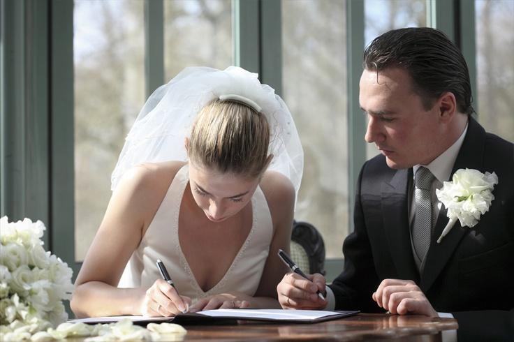 huwelijksreportage, tekenen huwelijksakte, trouwen, fotograaf