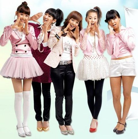 The Wonder Girls – a South Korean girl groupentered the American music arena in 2009. Description from djmusicfantasy.com. I searched for this on bing.com/images
