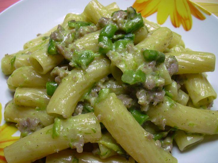 Tortiglioni con asparagi e salsiccia