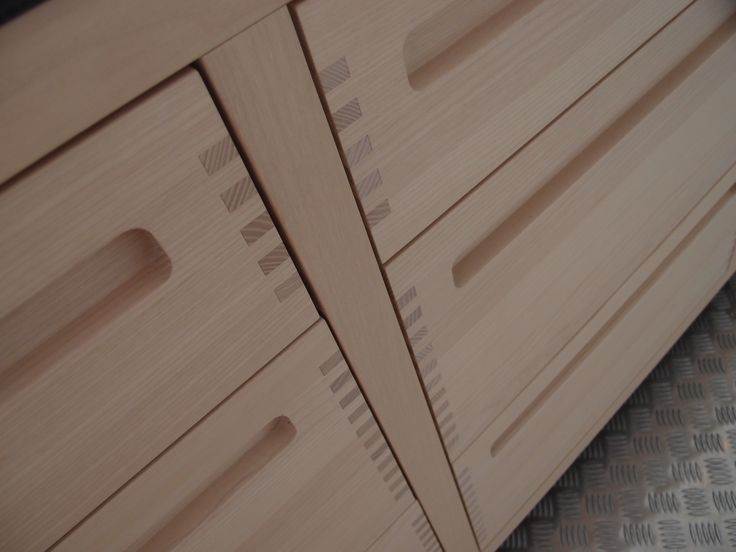 Beautiful joinery detail seen in Copenhagen.  No hardware. Beautiful. I want to make this!