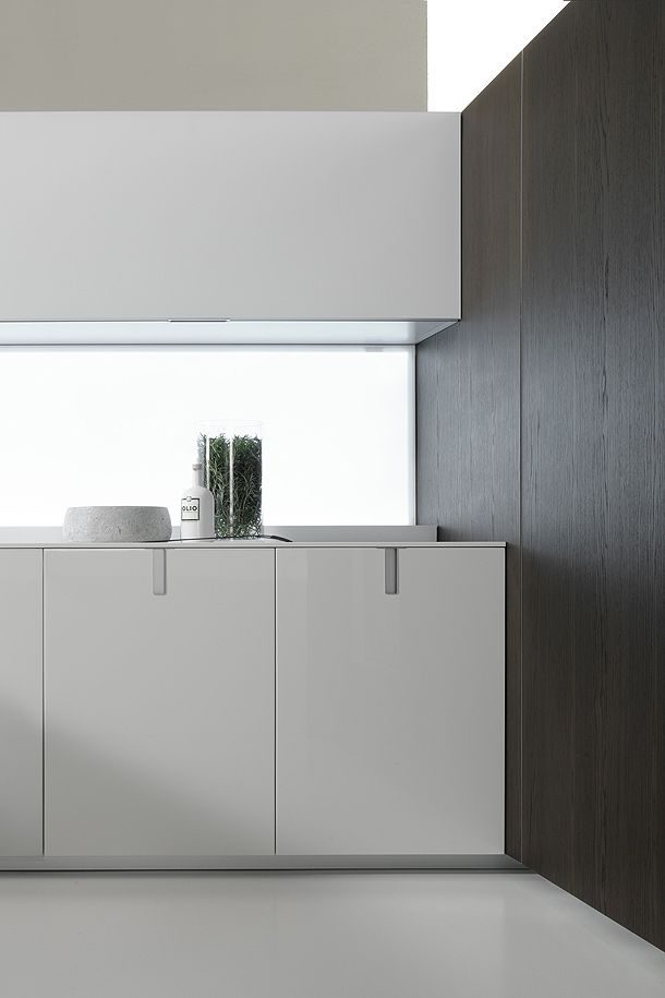 Icon kitchen by Giuseppe Bavuso for Ernestomeda. Nice diffuse lighting from the back panel of the kitchen.