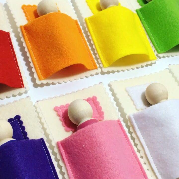 В цветных кроватках снятся цветные сны.