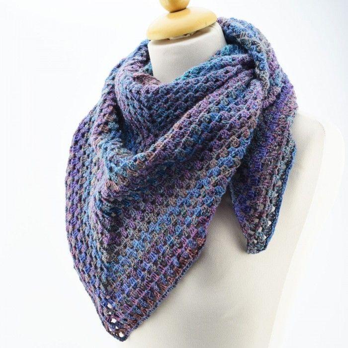 Hæklet Dream Colour tørklæde - Opskrift (Hobbii). Bliv klar til sensommerens kølige aftner, eller forårets kolde dage med dette skønne, og varme tørklæde.