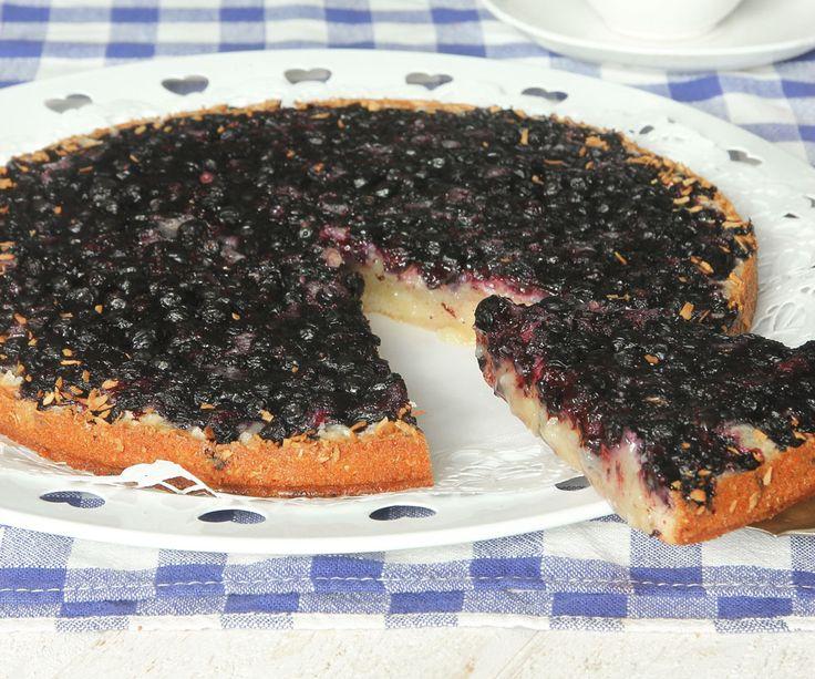 Ljuvligt god kladdkaka med blåbär. Det går bra både med frysta och färska blåbär!