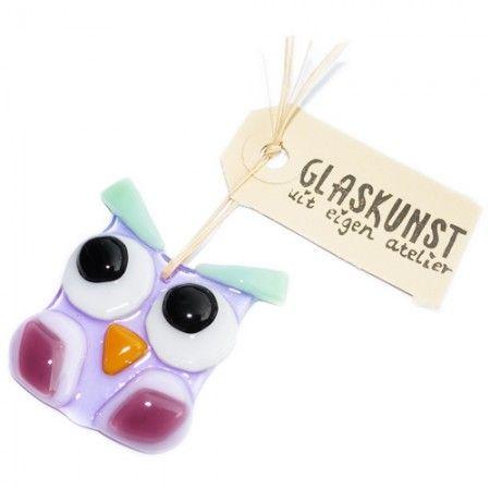 Handgemaakt glazen uiltje van lila, paars en mintgroen glas.
