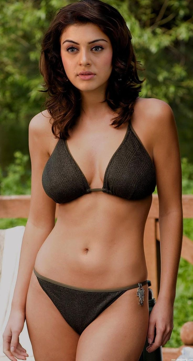 Hot and sexy tollywood tempting south Indian movie Actress Hansika Motwani cute beautiful photos and wallpapers with navel boobs show in saa...