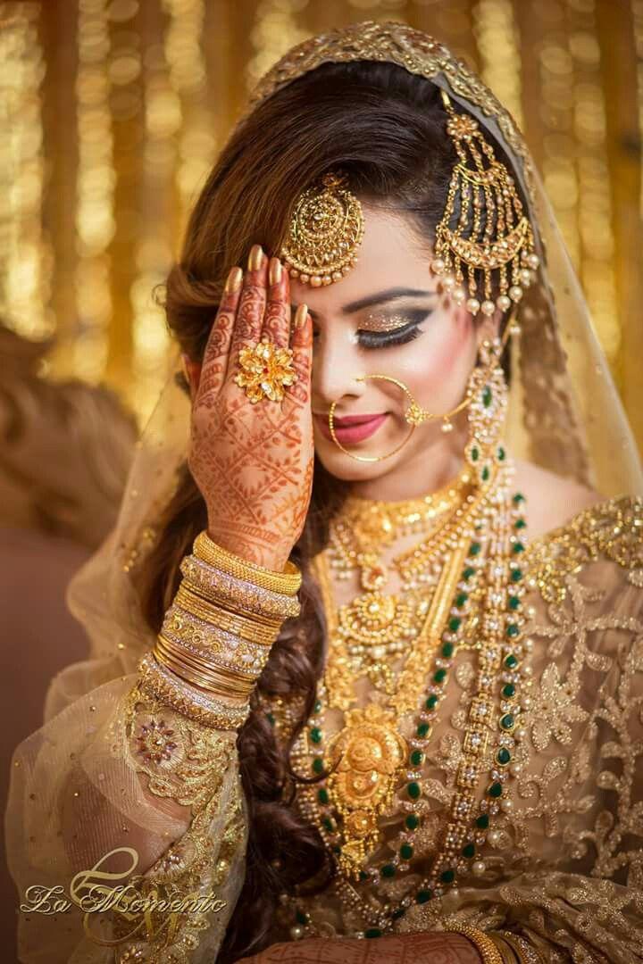 Indian Muslim Wedding. Bride Pakistani Bridal Makeup, Bridal Lehenga, Pakistani Wedding Outfits,