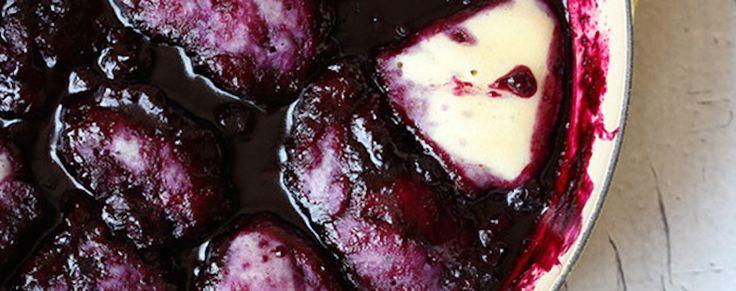 Mélanger les ingrédients du bouillon ensemble et les faire chauffer à feu moyen, jusqu'à ce que le sucre et la cassonade soient complètement dilués. Mélanger les ingrédients de la pâte ensemble et jeter ce mélange par cuillerée dans le bouillon chaud...