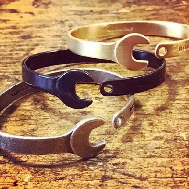 La marque Rouille a été fondée en 2013 en Italie. Elle décrit ses produits comme « des accessoires de mode pour les motards d'une autre époque ». On peut a