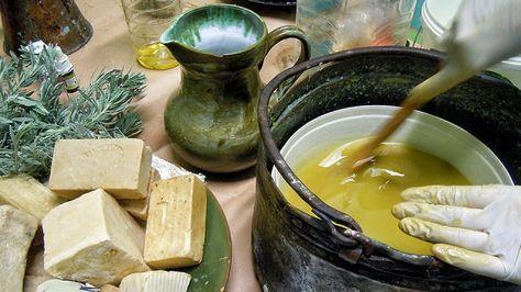 Κρητικό σαπούνι με ελαιόλαδο & βότανα: Φτιάξ'το μόνος σου! «ψυχρή μέθοδο» που θεωρείται καλύτερη από την «θερμή μέθοδο» που χρησιμοποιείται στην βιομηχανία για τον λόγο ότι έτσι παραμένει η γλυκερίνη...