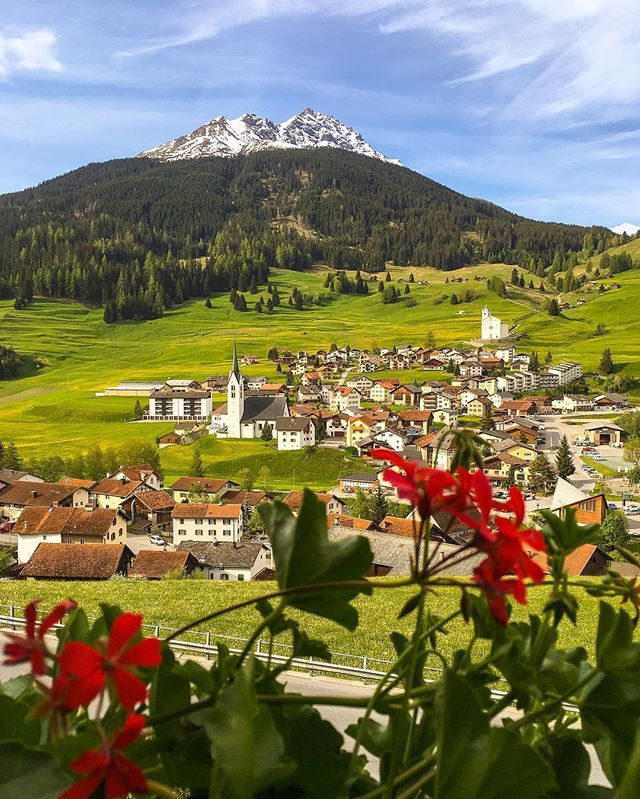 Morning from Savognin, Graubünden Catpured by the @Switzerland.Vacations team ! Find us on Facebook, link in our bio #Switzerland_Vacations #