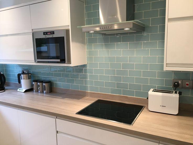Weiße Küche, Spritzschutz Ideen #ideen #kuche #…