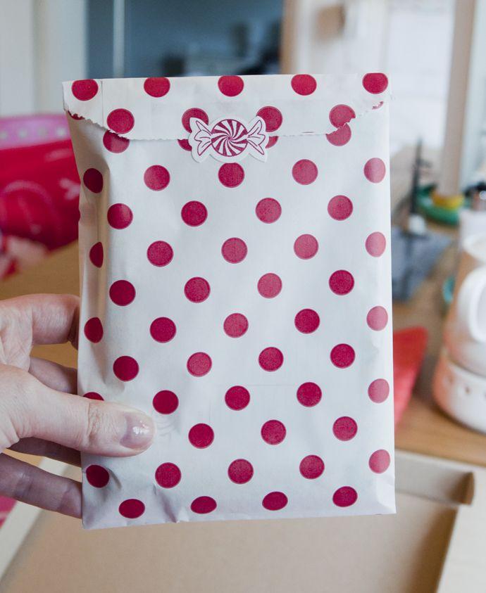 Team Confetti Feelgood Box #3 Retro. Surprise box via mail. Handmade and designed by teamconfetti.