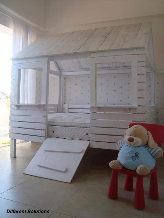 Different Solutions  Child bed hut made of pallets !