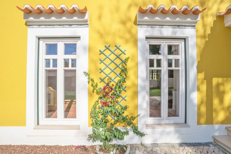 HomeLovers: yellow house