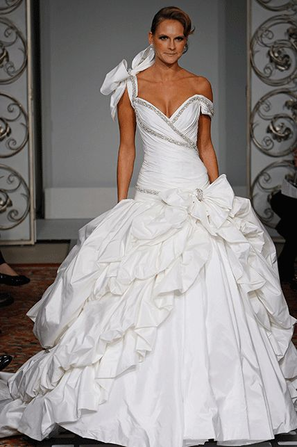 Nice New sample and used Pnina Tornai wedding dresses for sale at amazing prices Browse our Pnina Tornai wedding gowns and find your dream dress for less