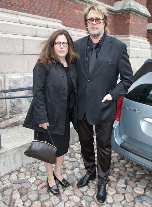 Tässä on Sarita Harma joka on salattujen elämien vastaava tuottaja.  Vieressä on hänen miehensä Heikki Harma.