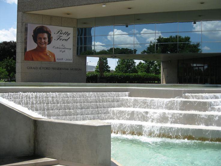 Michigan - Grand Rapids - Gerald Ford Presidential Museum - 2011
