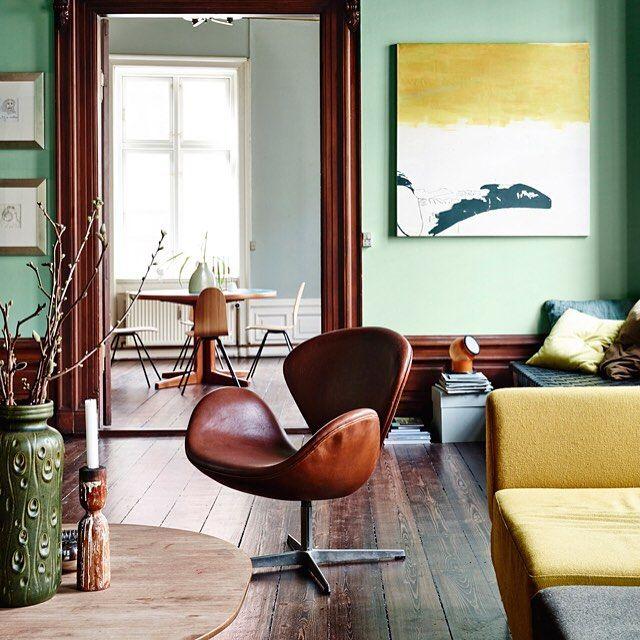 Een mix van modern, oude mannenkantoren en bibliotheken. En met een beetje hulp van ons, ook in jouw woonkamer te krijgen. Origineel, én on a budget #elledecoration_nl #inspiratie #shop #tips #andreapapini