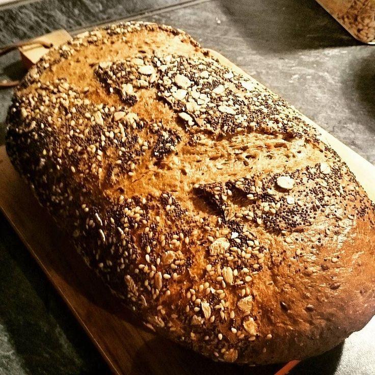Enjoying the smell of fresh bread from the bakery.  #bread #loafofbread #bakedbread #bakeinspace #instabread #freshfood #instafood #instalife #mondaymotivation #bakery #Bäckerei #Brot #backen #baking #instacook #oven #ovenbaked